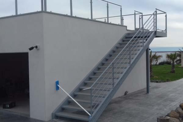 escalier donnant sur toit terrasse m ze ferstyle vous pr sente ses cr ations. Black Bedroom Furniture Sets. Home Design Ideas